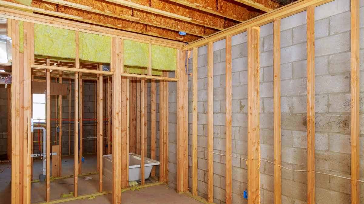 Best Spray Foam Insulation Kits for Your Home ...